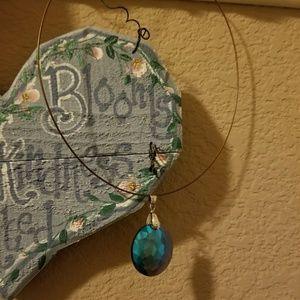 Choker style necklace w pendant